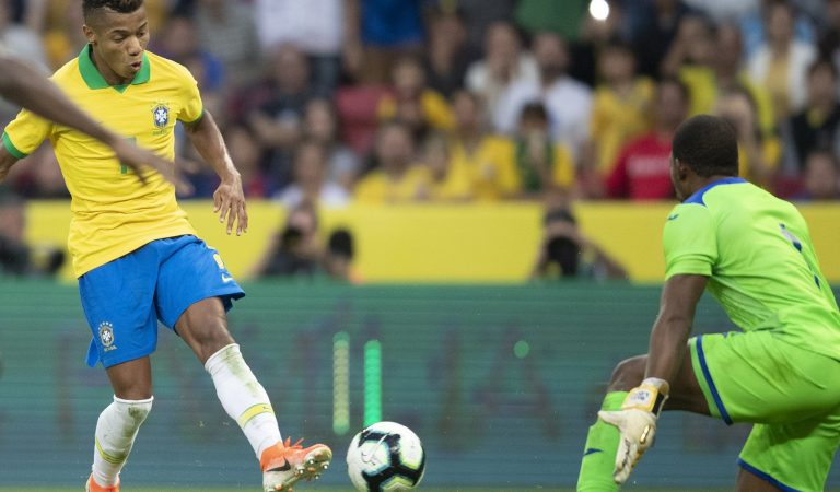 Brasil hace añicos a Honduras