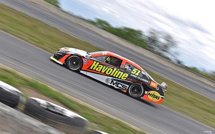 Jake Cosío regresó al Top 10 en el circuito de Aguascalientes por la NASCAR Peak México
