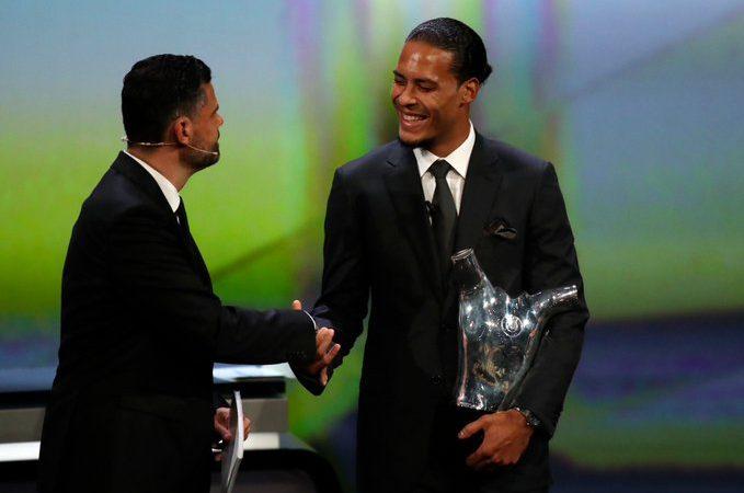 Virgil van Dijk, nombrado el mejor jugador de la UEFA 2018
