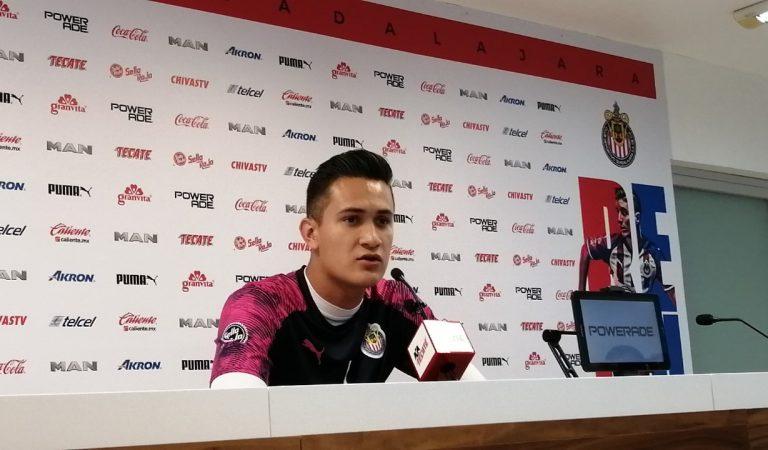 Raúl Gudiño resaltó la competencia interna en Chivas