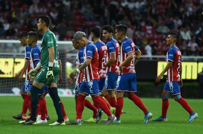Dorados sorprende a Chivas en casa