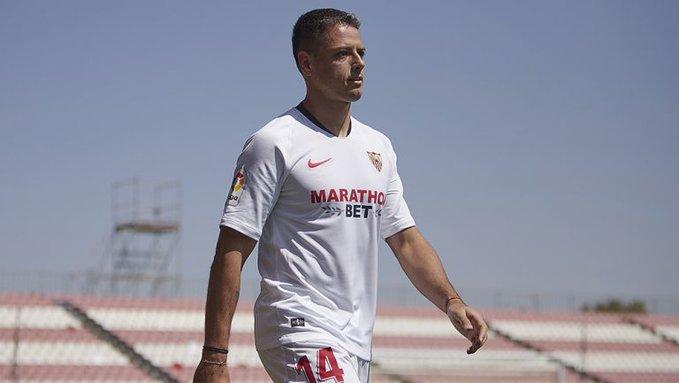 """Desde Sevilla confirman la salida del """"Chicharito"""" Hernández"""