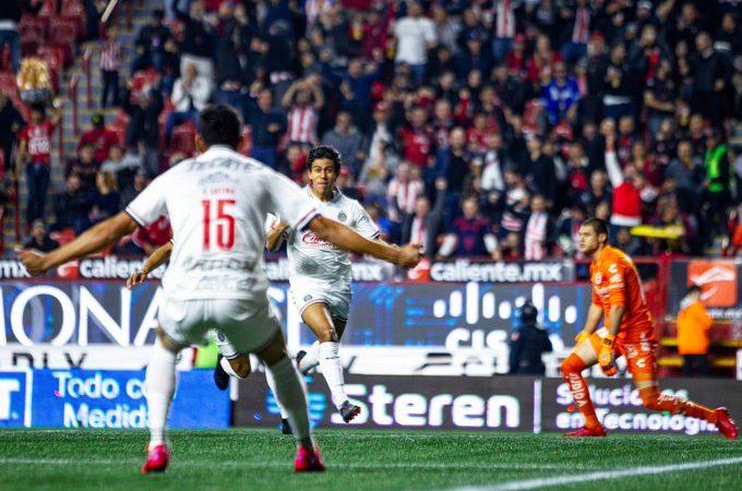 Chivas y Puebla sumaron de a tres en el arranque de la jornada 7