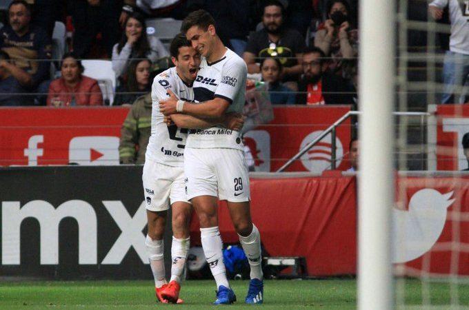 Pumas gana en Toluca y es el mandón del torneo