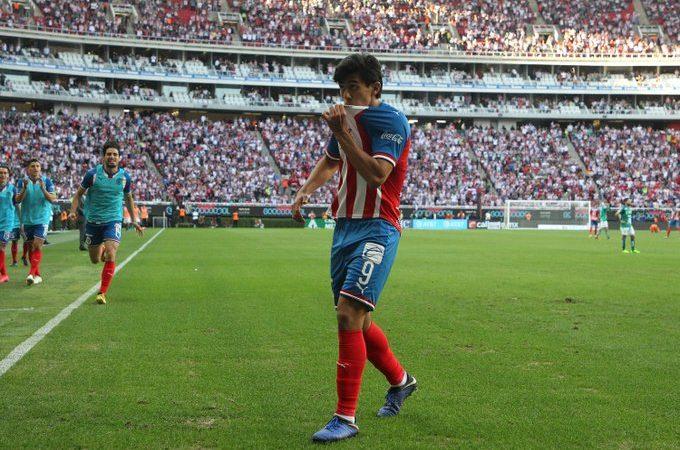 Chivas gana el Clásico Nacional; León pierde el invicto en la e Liga MX