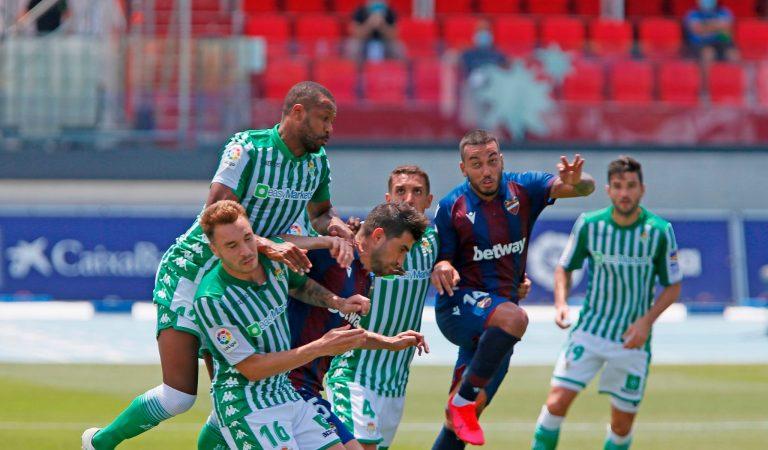 Betis sufre goleada ante Levante con Guardado y Lainez en la cancha