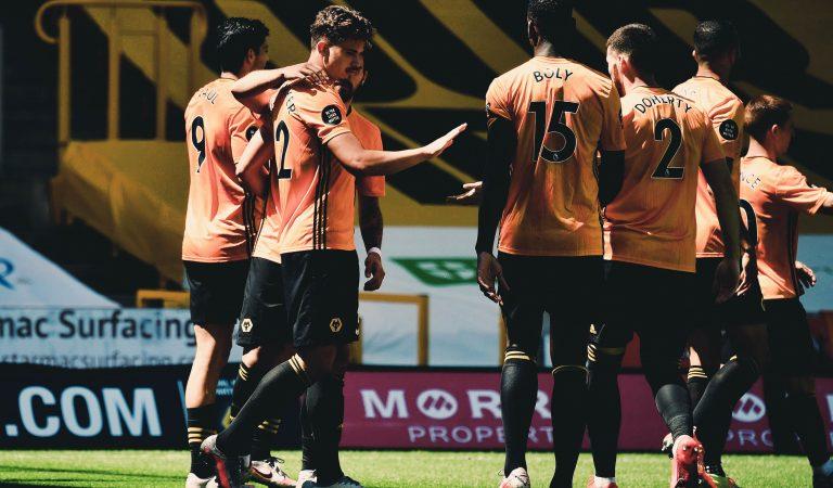 Raúl Jiménez se reencuentra con el gol y los Wolves golean al Everton