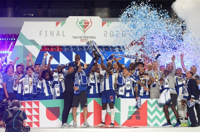 """El Porto del """"Tecatito"""" Corona es campeón de la Copa de Portugal"""