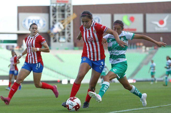 En un duelo de porteras, Chivas y Santos Femenil ponen tablas en el marcador