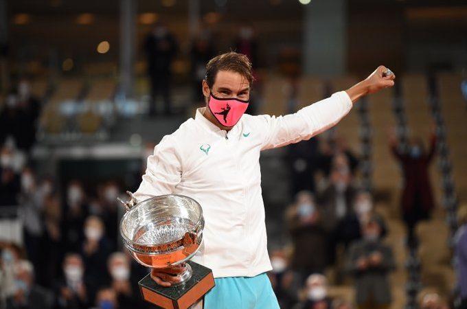 Rafael Nadal superó a Novak Djokovic y levantó el trofeo de Roland Garros