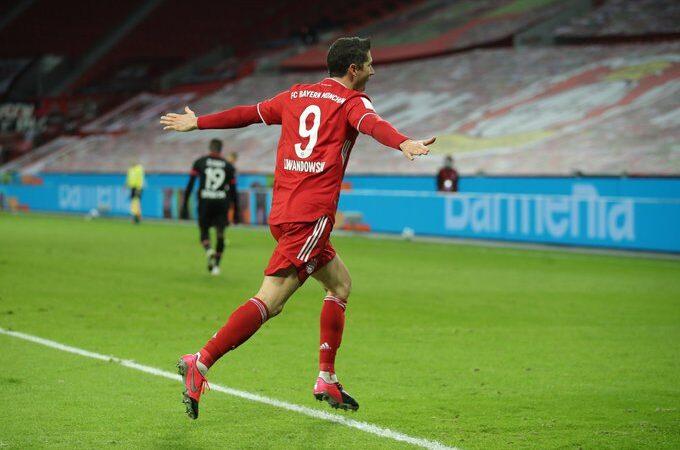 Con doblete de Robert Lewandowski, el Bayern Múnich le remontó al Leverkusen