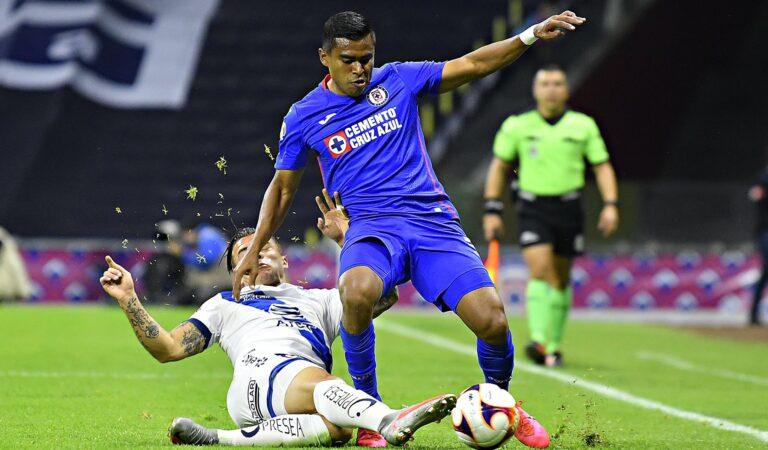Puebla da la campanada y derrota a Cruz Azul en el Estadio Azteca