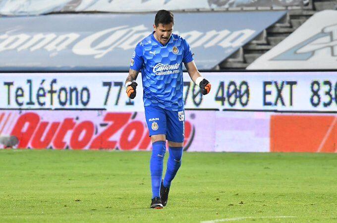Raúl Gudiño se viste de héroe en el empate entre Pachuca y Chivas