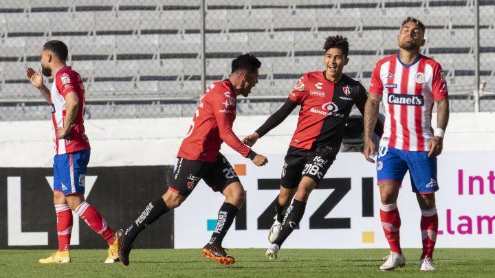 Atlas golea a Atlético San Luis con una actuación destacada de Luciano Acosta