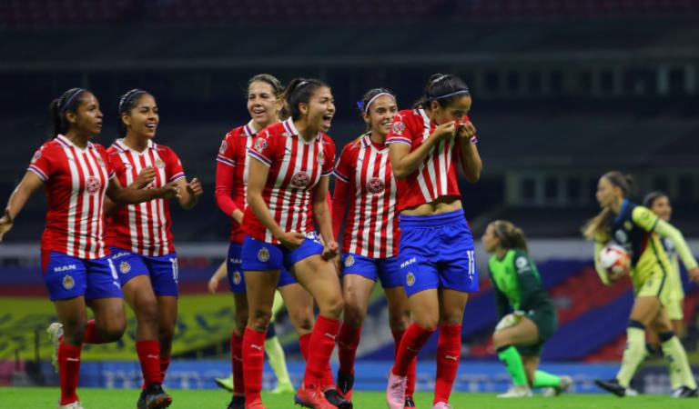 Chivas Femenil se lleva el Clásico Nacional con goleada en el Estadio Azteca