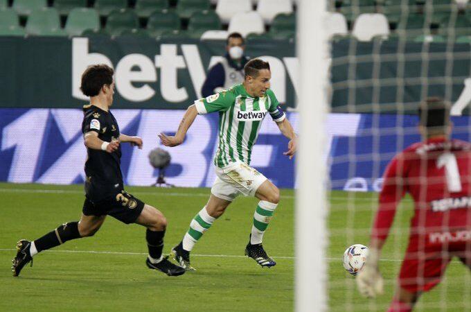 Betis venció al Alavés dándole la vuelta en los últimos minutos