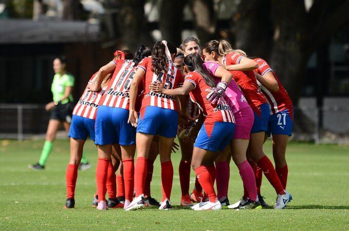 Chivas Femenil golea a Pumas y asegura la liguilla