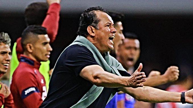 Juan Reynoso se unió al selecto grupo de técnicos que ha levantado el título de liga con Cruz Azul