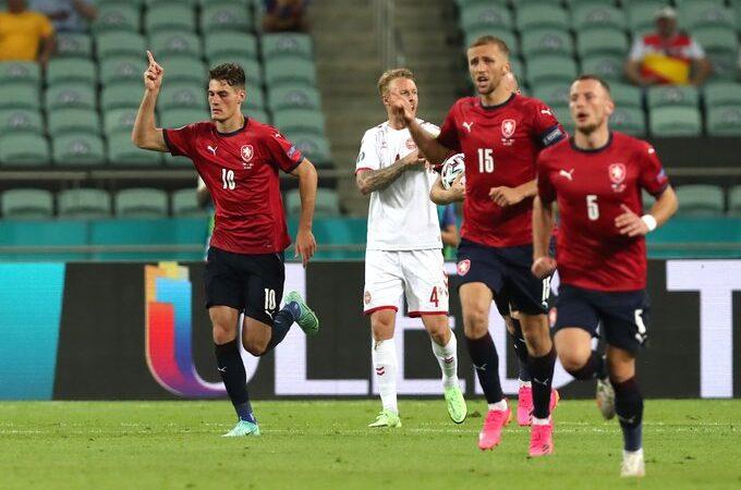 Dinamarca avanza a las semifinales de la Euro al derrotar a República Checa