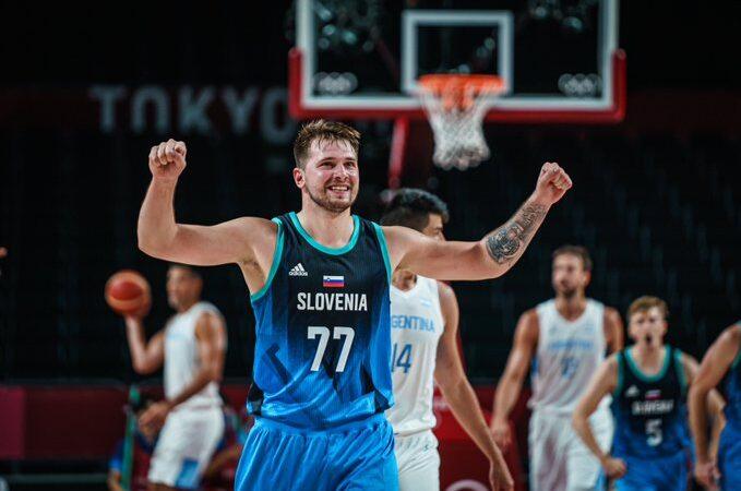Eslovenia dio un espectáculo frente a Argentina en la jornada 1 del baloncesto varonil Tokyo 2020