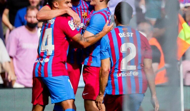 Victoria con autoridad de Barcelona ante Levante en el Camp Nou