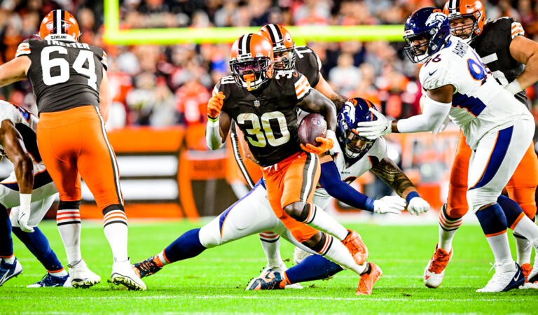 Con varias ausencias, Cleveland Browns se impone a Denver Broncos